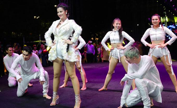 ha-kieu-anh-dien-vay-tua-rua-xuyen-thau-thanh-hang-kin-dao-di-su-kien-5