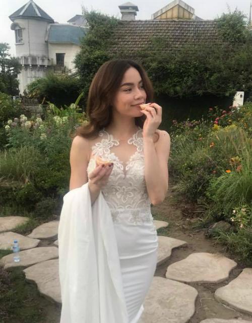 Kim Lý cũng đăng tải hình ảnh xinh đẹp của bạn gái.