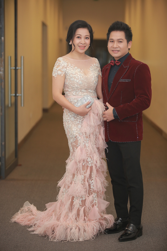 trong-tan-duoc-vo-make-up-cham-soc-ky-luong-trong-liveshow-3