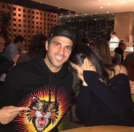 Maria Taktouk kém Fabregas 12 tuổi, đúng bằng số tuổi mà mẹ thiếu nữ hơn tiền vệ Chelsea.