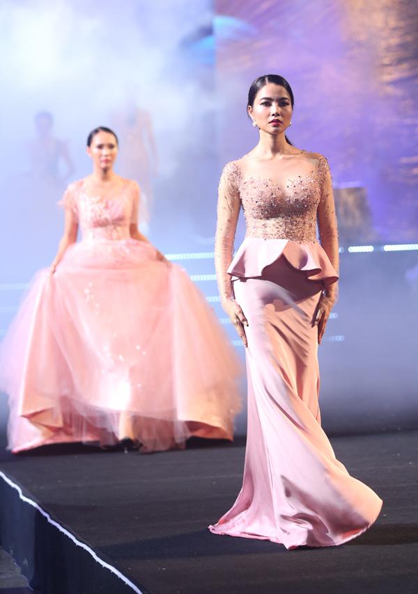 vo-hoang-yen-do-dan-em-loang-choang-tren-san-catwalk-1