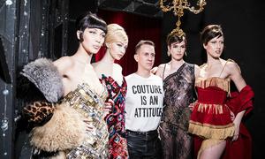 Triển lãm thời trang Moschino tại TP HCM