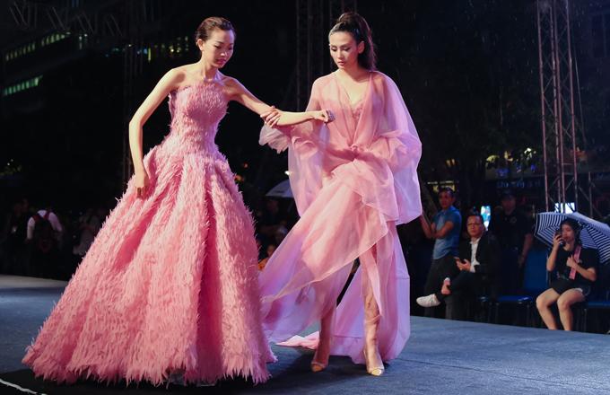 vo-hoang-yen-do-dan-em-loang-choang-tren-san-catwalk-4