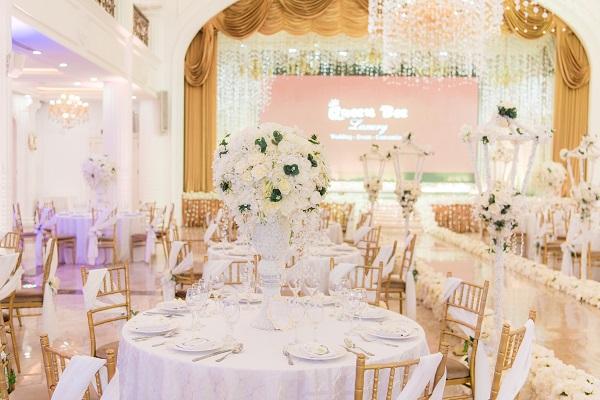 Queen Bee Luxury mang đến mẫu trang trí tiệc cưới mới cho các cặp đôi