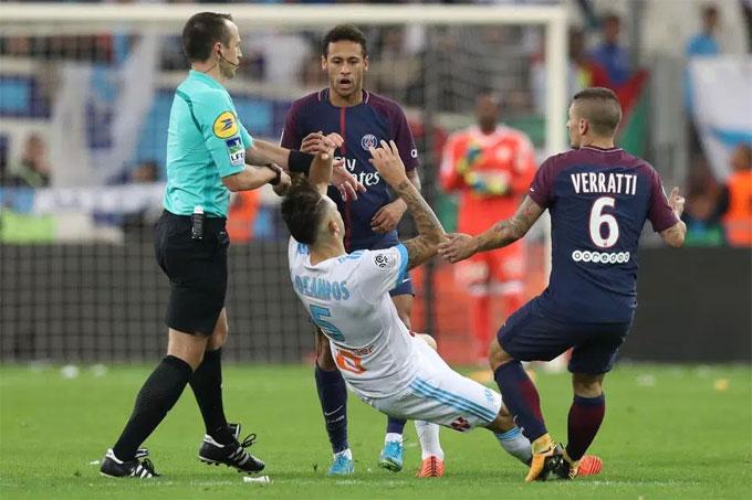 neymar-bi-duoi-vi-danh-nguoi-cavani-lap-sieu-phm-cuu-psg-phut-cuoi