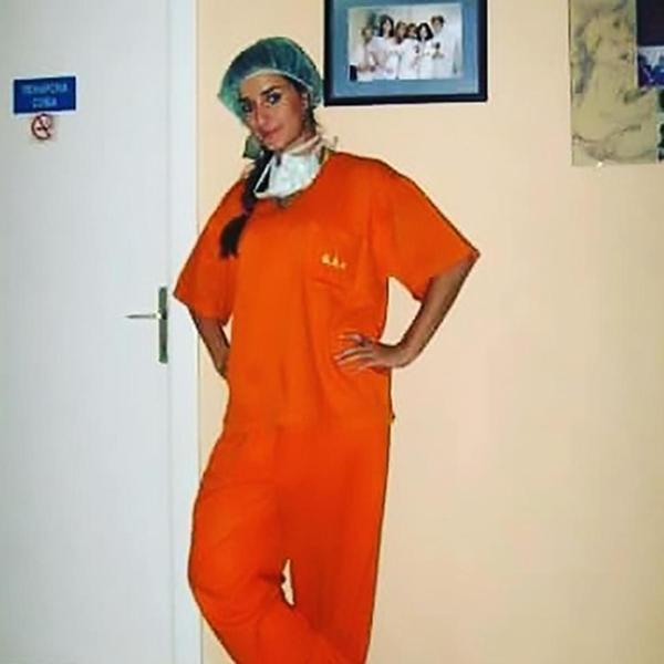 Marija Jelkic hiện là bác sĩ nội khoa cho một bệnh viện ở thành phố Belgrade, Serbia. Hằng ngày, nhiệm vụ chính của cô là thăm khám, chăm sóc cho các bệnh nhân. Ngoài thời gian làm việc, nữ bác sĩ trẻ thường dành thời gian tập gym để có thân hình chuẩn như người mẫu.