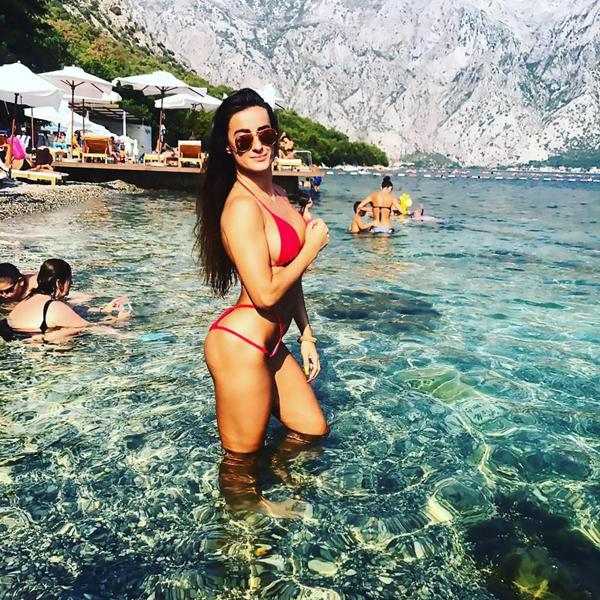 Theo truyền thông địa phương, Marija tốt nghiệp khoa dược trường Đại học Belgrade và từng làm hầu bàn trong thời gian còn đi học.