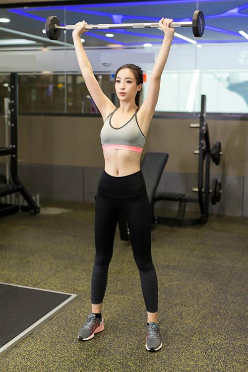 Đỗ Mỹ Linh cho biết, lịch trình Miss World khá dày đặc trong suốt một tháng, đòi hỏi thí sinh phải có sức bền. Vì vậy, cô không ngại tập tích cực để rèn luyện thể lực, tăng sự dẻo dai.