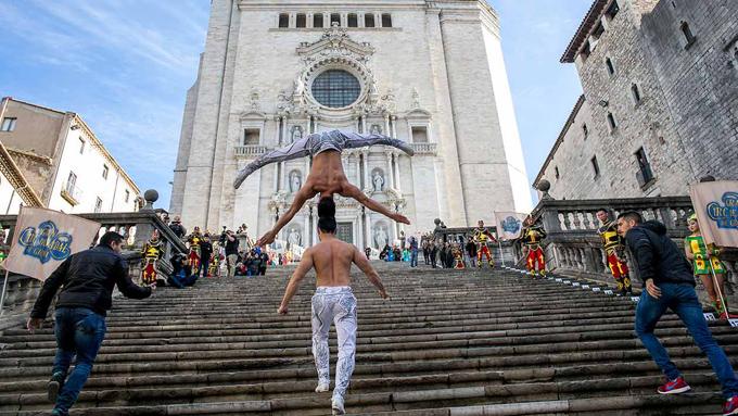 Cách đây không lâu, màn biểu diễn xiếc chống đầu của hai anh em để leo 90 bậc thang tại Tây Ban Nha đã mang về niềm tự hào lớn cho Việt Nam. Đây được xem là một thành tích đáng ngưỡng mộ và khó phá vỡ.