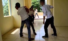 Hai thanh niên đánh chết bạn trong trường cấp 3