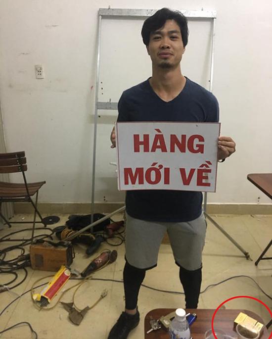 cong-phuong-gay-xon-xao-khi-chup-anh-canh-bao-thuoc-la