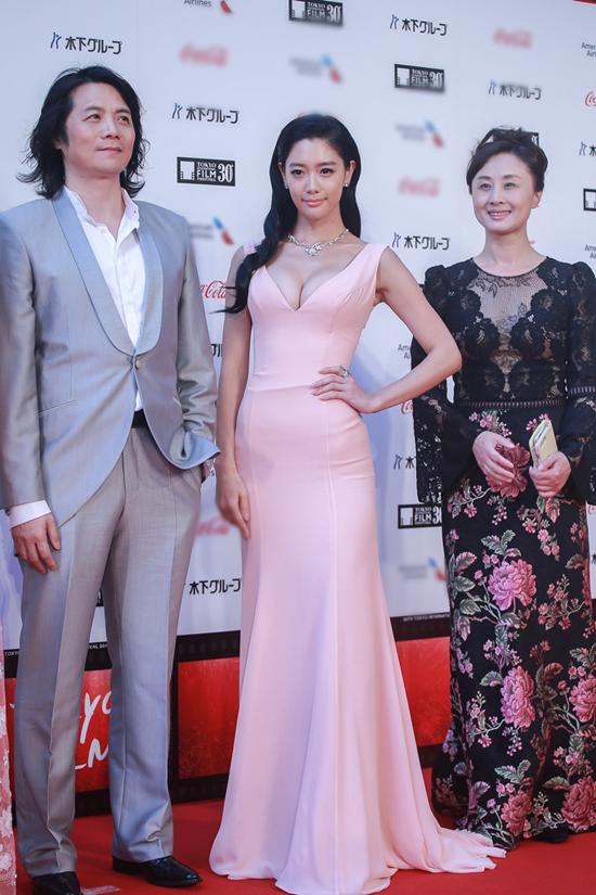 Mỹ nhân xứ kim chi sở hữu vòng một đầy đặn tham dự Liên hoan phim Quốc tế Tokyo với tư cách là diễn viên của phim Some Like it Hot.