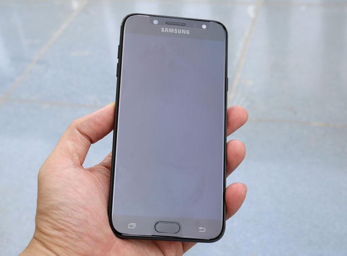 mo-hop-smartphone-tam-trung-cua-samsung-co-camera-kep-chup-xoa-phong-11