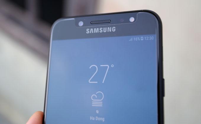 mo-hop-smartphone-tam-trung-cua-samsung-co-camera-kep-chup-xoa-phong-3
