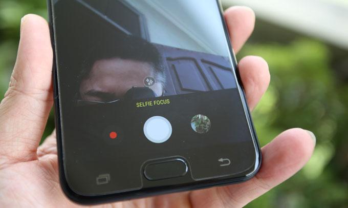 mo-hop-smartphone-tam-trung-cua-samsung-co-camera-kep-chup-xoa-phong-5