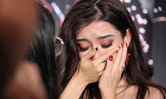 Huyền My ôm mẹ oà khóc vì không vào top 5 Miss Grand International