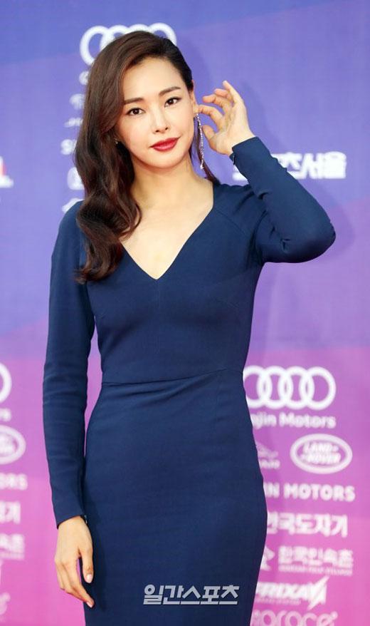 yoona-ngai-ngung-che-nguc-khi-mac-dam-sexy-toi-tham-do-6