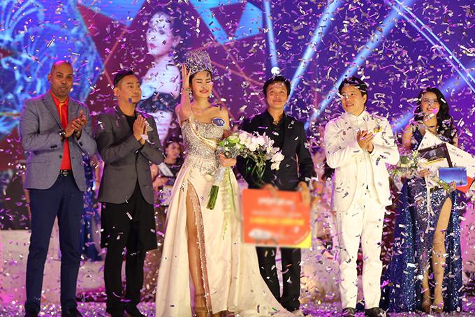 Chung kết Hoa hậu Đại dương Việt Nam 2017 diễn ra tối 28/10, tại nhà hát Hoà Bình, TP HCM. Thí sinh Lê Âu Ngân Anh đã đăng quang. Cô nhận thưởng 500 triệu đồng.