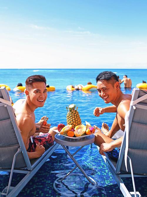 Hồ Vĩnh Khoa và bạn đời có kỳ nghỉ lãng mạn bên nhau nhân ngày sinh nhật của nam người mẫu.