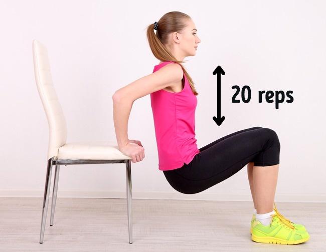 Để ghế phía sau lưng, hai tay chống vào ghế, thực hiện động tác đứng lên ngồi xuống 20 lần.
