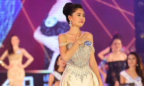 Tân Hoa hậu Ngân Anh ấp úng trả lời ứng xử