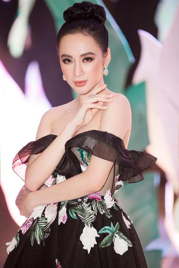 angela-phuong-trinh-deo-trang-suc-2-5-ty-dong-di-su-kien-3