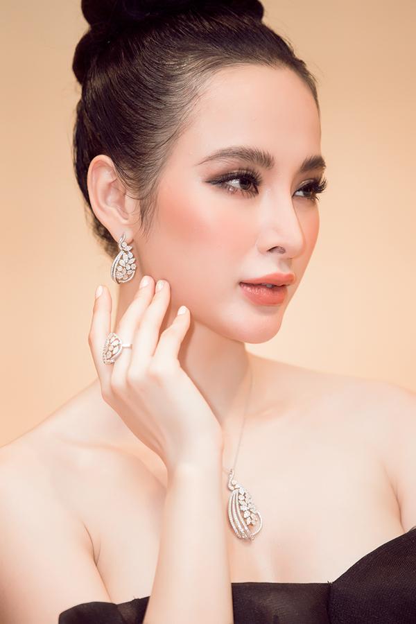 angela-phuong-trinh-deo-trang-suc-2-5-ty-dong-di-su-kien-4
