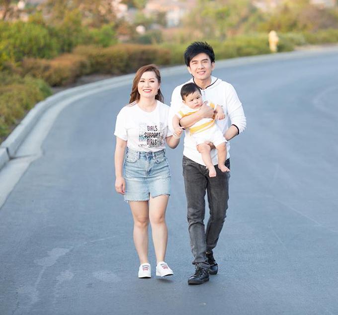 Đang ở xa nên Đan Trường đăng bức ảnh gia đình 3 thành viên để chúc mừng sinh nhật bà xã Thuỷ TiênTiên