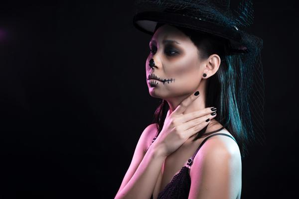 Bộ ảnh được thực hiện với sự hỗ trợ của Makeup & Hair: Lý Trường Giới, Photo: Quốc Lê, Fashion: HeraDress.