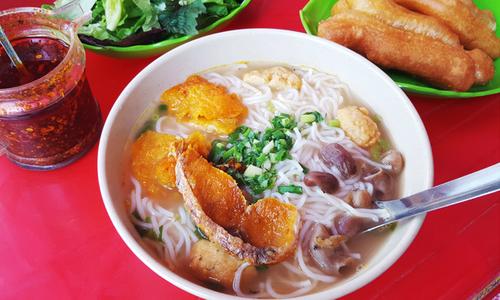 Bún lòng cá cay 'nghe tên đã muốn thử' trên phố Quang Trung