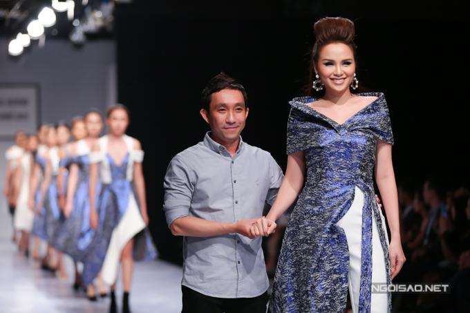 Với sự cố gắng của mình, Diễm Hương đã hoàn thành phần trình diễn và kéo out cho bộ sưu tập mới nhất của nhà thiết kế Nguyễn Hà Nhật Huy.
