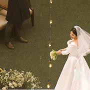 Song Hye Kyo ném hoa cưới mà không ai nhặt được