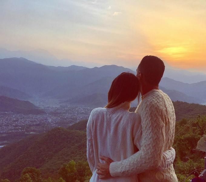 Watching the sunrise. Sanrangkot Himalaya- Pokhara Nepa tháng 5 với bồ