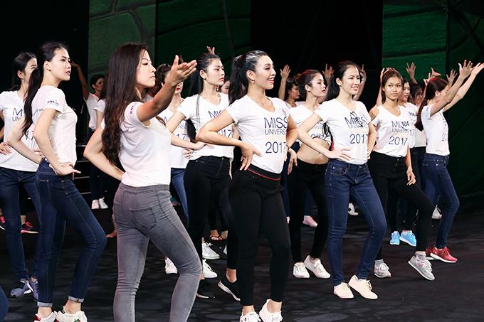 top-70-hoa-hau-hoan-vu-viet-nam-2017-do-sac-khi-trang-diem-nhe