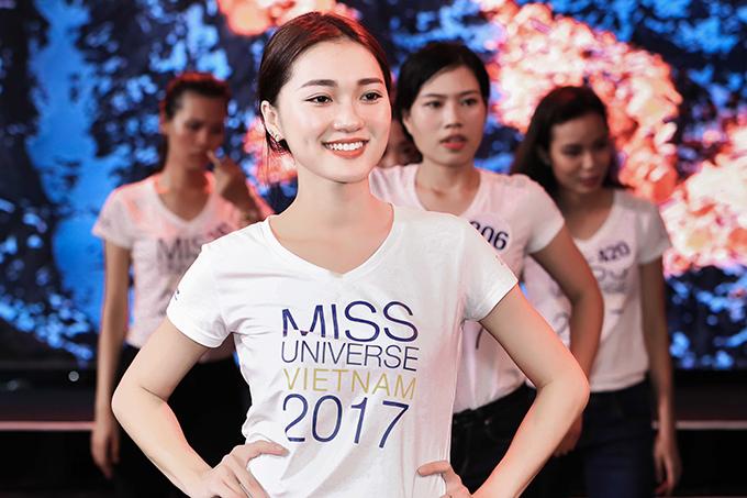 top-70-hoa-hau-hoan-vu-viet-nam-2017-do-sac-khi-trang-diem-nhe-10