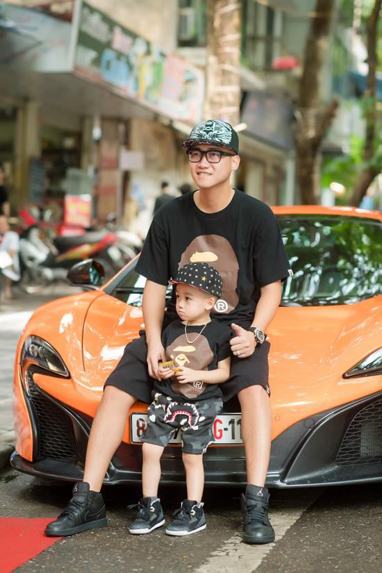 Ricky, con trai đầu lòng của Ngọc Thạch y hệt bản sao của bố từ tính cách đến sở thích chơi xe.
