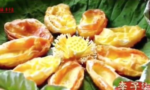 Cánh hoa sen chiên giòn khác lạ của mỹ nữ Trung Quốc