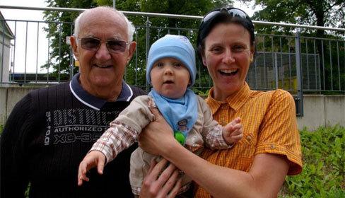 Lấy chồng 77 tuổi, người phụ nữ vô sinh bất ngờ được làm mẹ