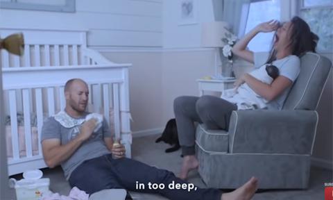 Cặp vợ chồng mượn lời các bài hát để diễn tả từng giai đoạn bên con