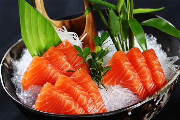 Cá hồi giàu omega 3 có tác dụng đẩy nhanh quá trình đốt cháy mỡ thừa.