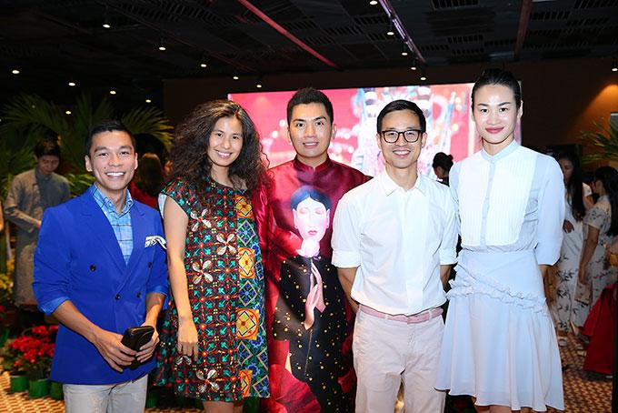 Từ trái sang phải: Adrian Anh Tuấn, Thúy nguyễn, Nguyễn Hoàng Anh, Sơn Đoàn và Trương Thanh Trúc.