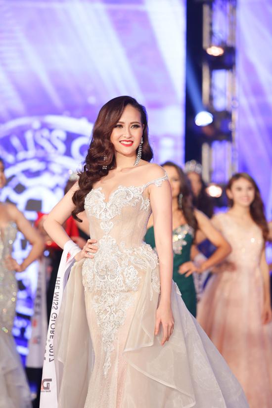 khanh-ngan-xuc-dong-trong-thoi-khac-duoc-xuong-ten-miss-globe-2017-8