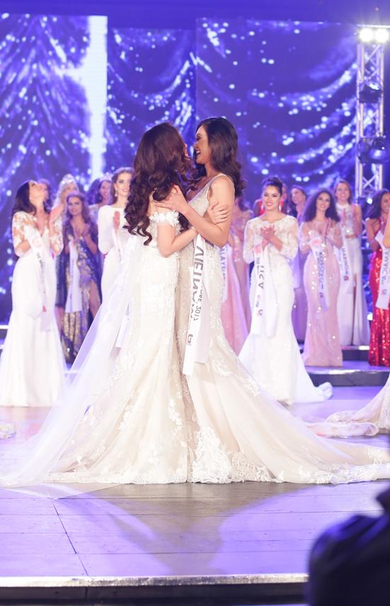 khanh-ngan-xuc-dong-trong-thoi-khac-duoc-xuong-ten-miss-globe-2017-3