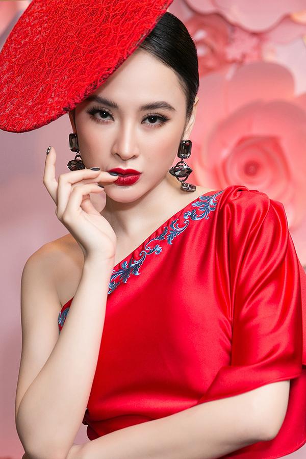 angela-phuong-trinh-noi-bat-nho-vay-do-va-mu-ren-cach-dieu-4