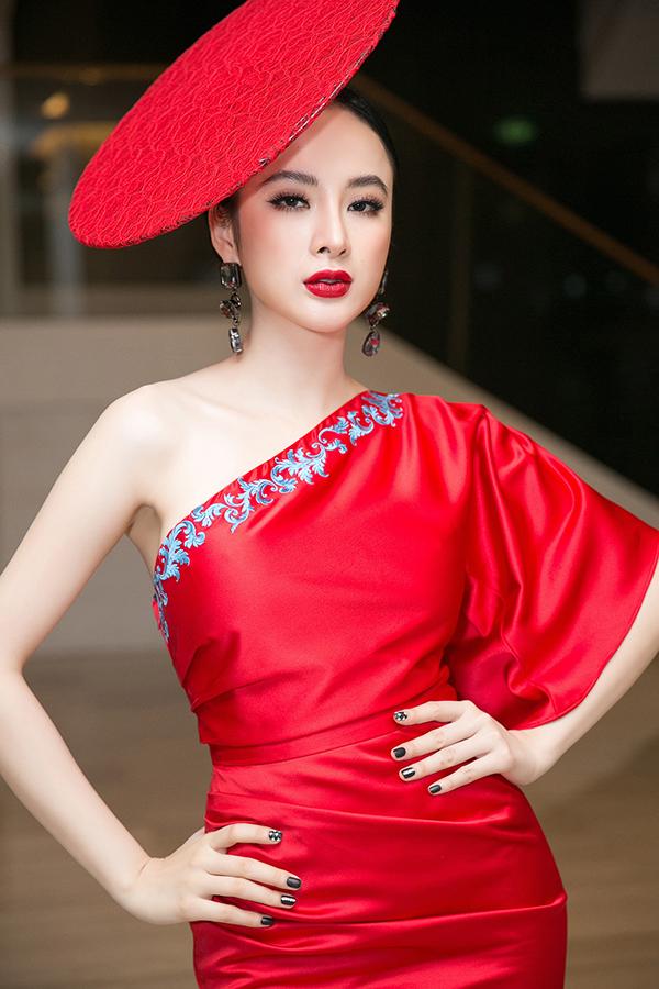 angela-phuong-trinh-noi-bat-nho-vay-do-va-mu-ren-cach-dieu-6