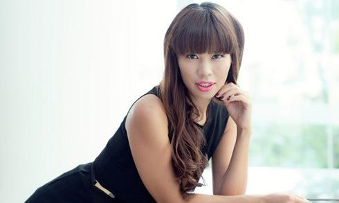 Siêu mẫu Hà Anh: 'Nhiều người trong showbiz tận dụng thời để kiếm tiền'