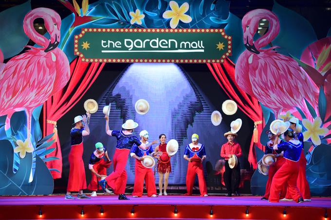 man-nhan-voi-dem-trinh-dien-nghe-thuat-taithe-garden-mall-1