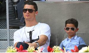C. Ronaldo khoe con trai ghi bàn đẹp mắt
