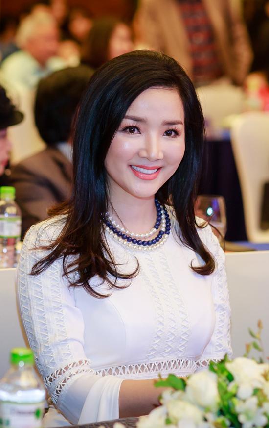 Hoa hậu đền Hùng Giáng My.
