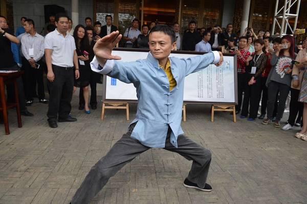 ty-phu-jack-ma-than-mat-voi-dan-dien-vien-cong-thu-dao-1